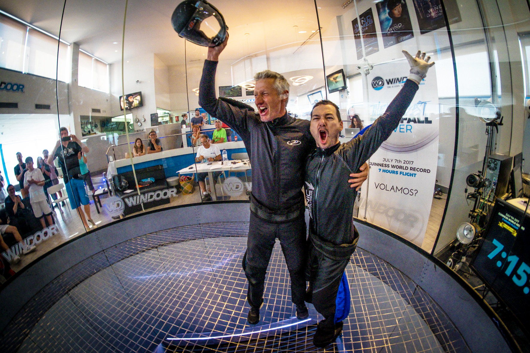 guinness-world-record-indoor-skydiving-longest-freefall-empuriabrava